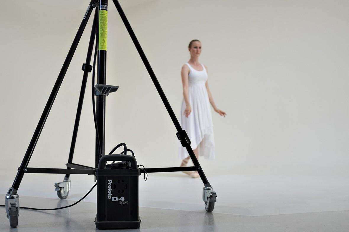 """Bag tæppet fra en fotoshoot i forbindelse med mit personlige projekt: """"Dance"""""""