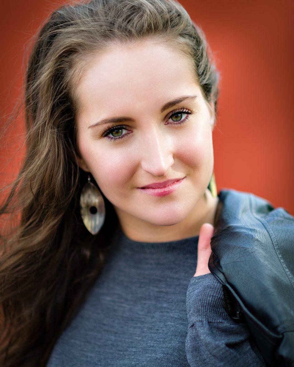 Her er Gina fotograferet ved f/2 (Defocus Controle: Neutral)